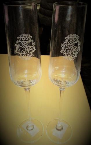 гравировка инициалов на бокалах