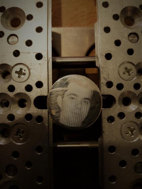 гравировка фото на серебрянной монете
